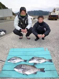 ヒラバエでフカセ釣り チヌ3匹