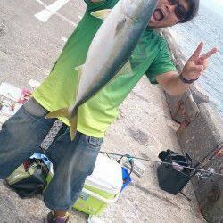 北港魚つり公園ライトショアジギングでハマチ60cm!昼まで粘っての一本