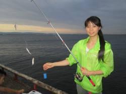 夏休み後の静かな桟橋でしたがサビキの魚は大賑わい! 尼崎市立魚つり公園