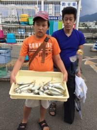 和歌山マリーナシティ海釣り公園 飛ばしサビキでいいサイズのアジ