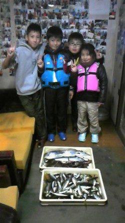 岸和田一文字 沖の北でヒラメ47cm&スズキ63cm 旧赤灯ではアジ大漁