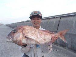 平磯海釣り公園 大型マダイ出てます☆ 今回はウキ釣りで80cm
