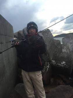 城ヶ崎~加太周辺 台風並みの爆風の中風裏をランガンしてメバル2桁達成
