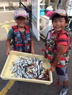 マリーナシティ海釣り公園 サビキのイワシ&サバ好調