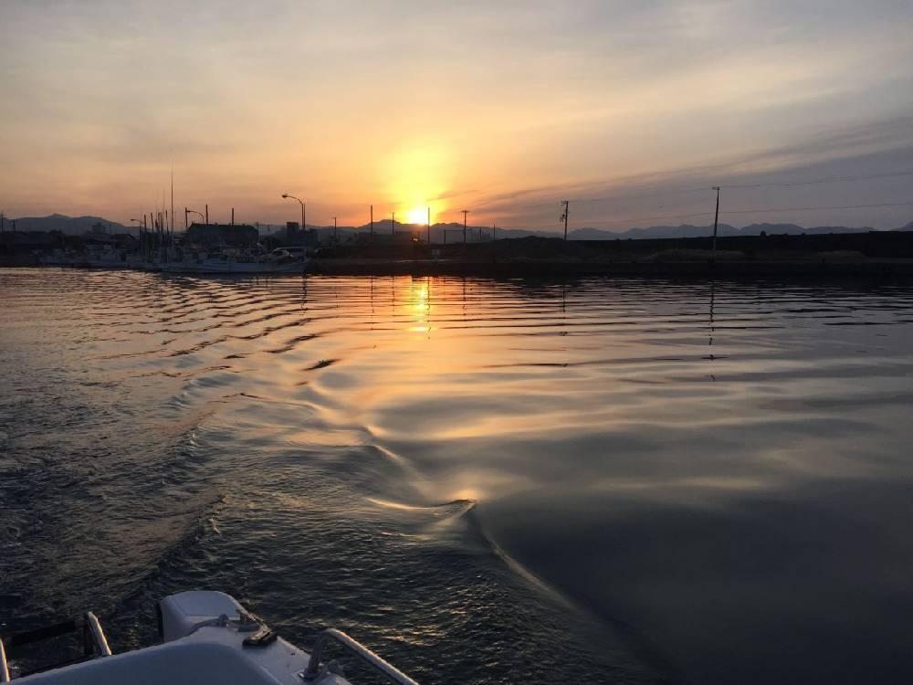 江川漁港から仕立船で出船
